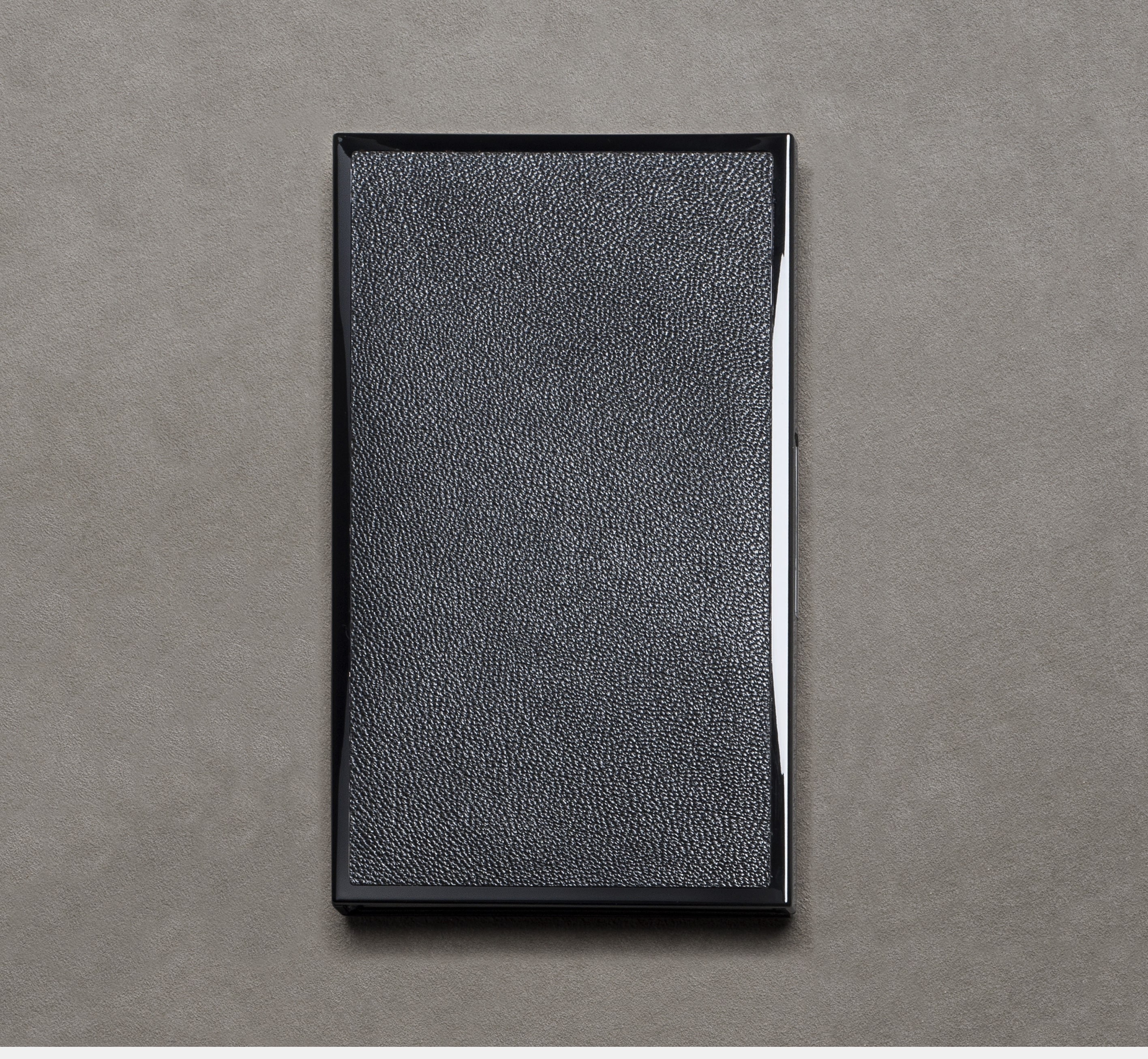 Le Carnet 08.16 Black lacquered embedded with leather