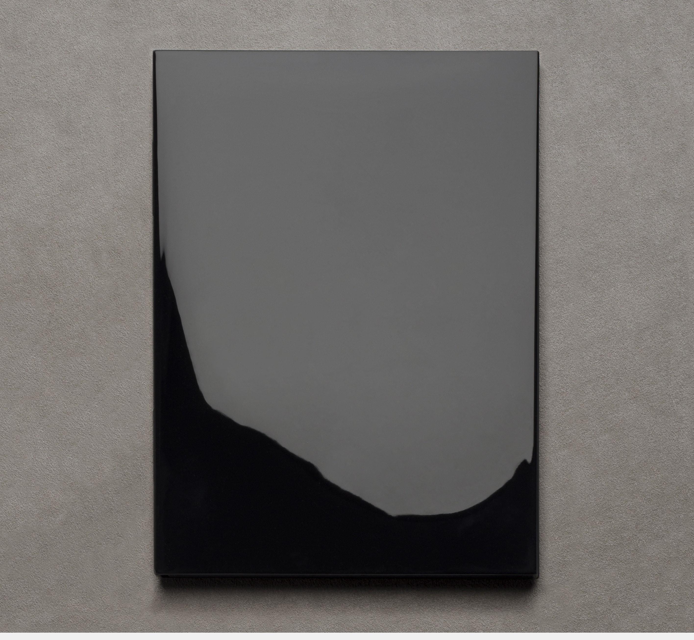 Le Carnet 12.19 Black lacquered
